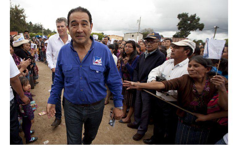 Guatemala: prohíben salir de país a familiares de presidente