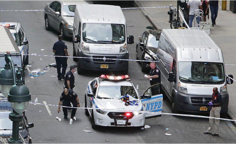 NY: Policía dispara a hombre armado con hacha