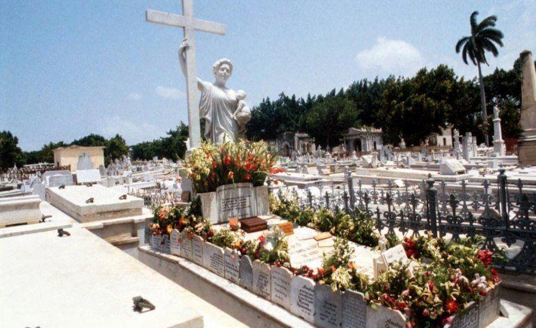 La tumba de La Milagrosa recibe visitas de todas partes del mundo