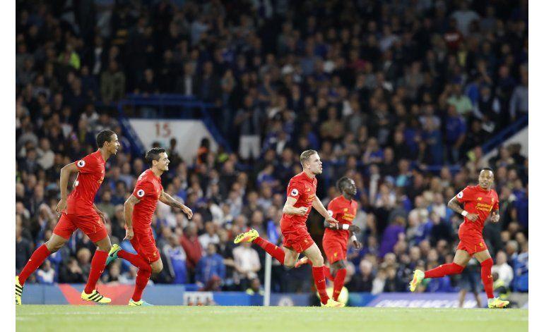 Liverpool supera 2-1 a Chelsea y le rompe el invicto