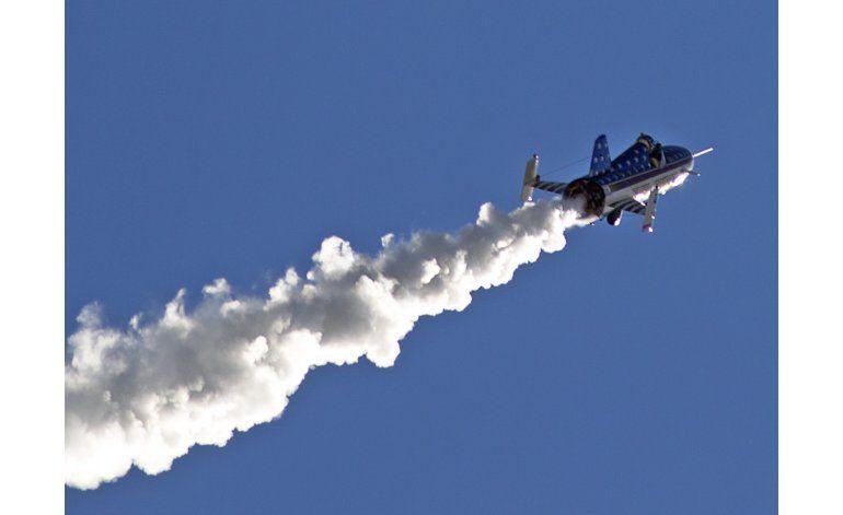 Hombre salta en cohete el cañón Snake River
