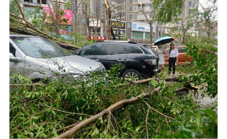 15 muertos tras paso de un potente tifón por China y Taiwán