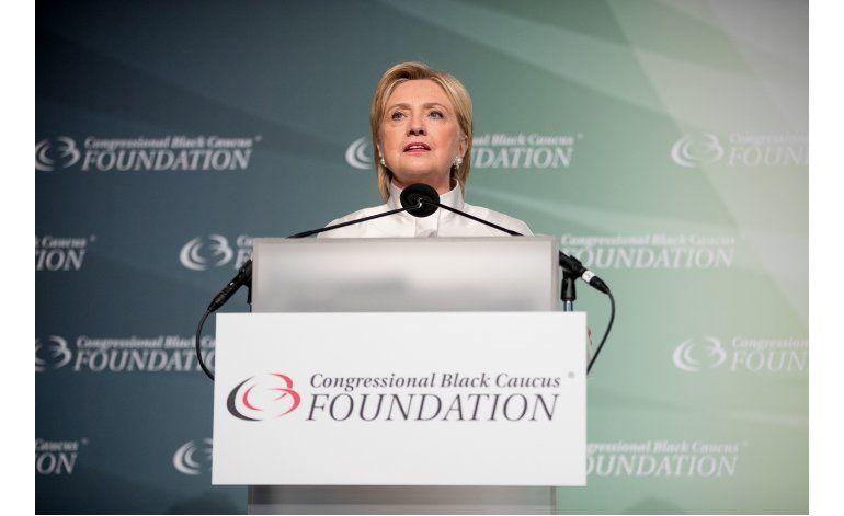 Clinton pide a líderes negros proteger el legado de Obama