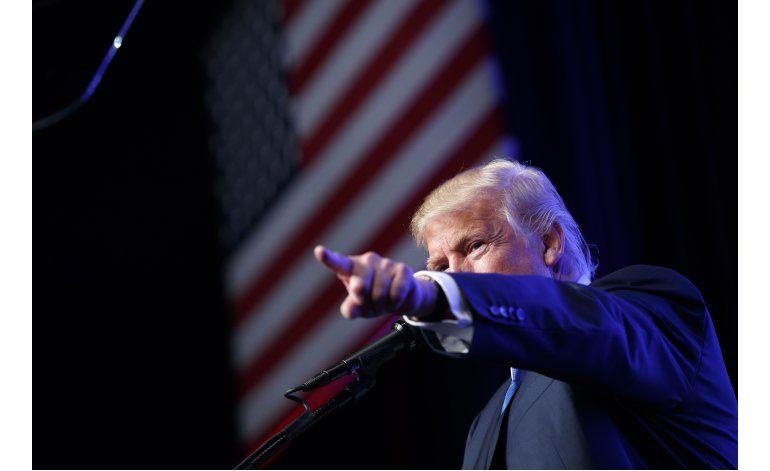 Trump trata de dejar atrás el tema del nacimiento de Obama