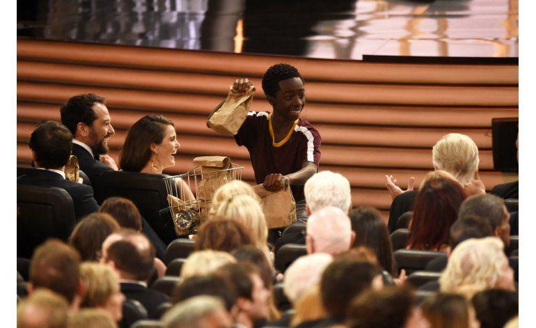 Jimmy Kimmel reparte sándwiches en la ceremonia de los Emmy