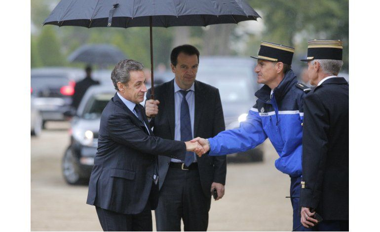 Francia recuerda a víctimas de ataques con un acto en París