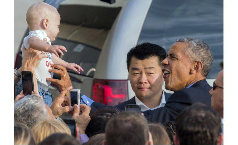 Obama elogia a Clinton durante acto de recaudación de fondos