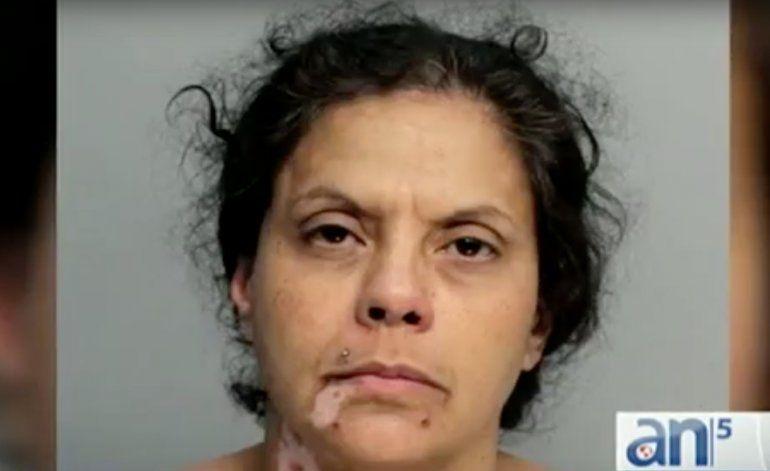 Mujer es arrestada por abandonar a sus hijos he irse a consumir drogas