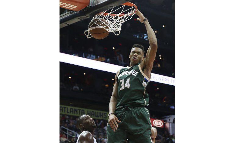 Bucks extienden contrato de Antetokounmpo