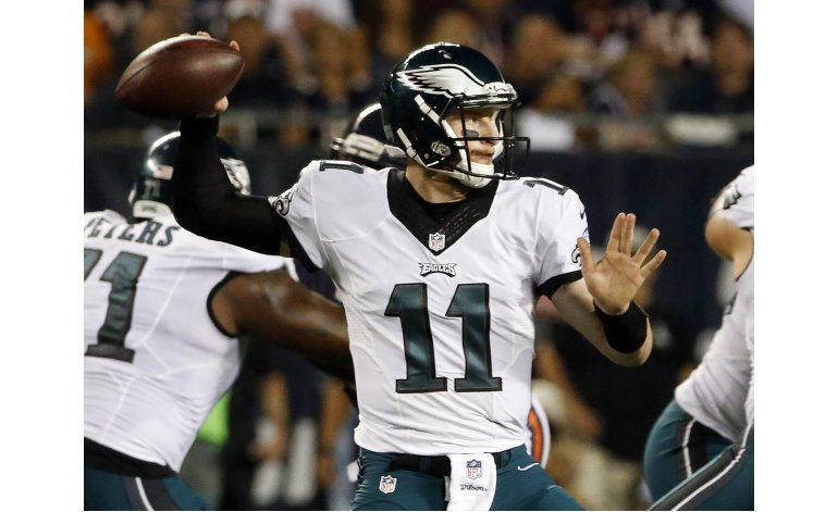Wentz vuelve a brillar; Eagles doblegan a Bears