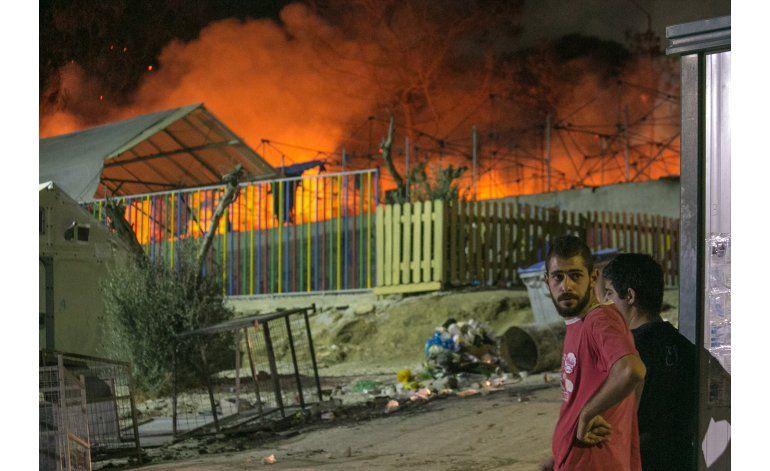 Lesbos pide evacuación de refugiados a Grecia tras incendio