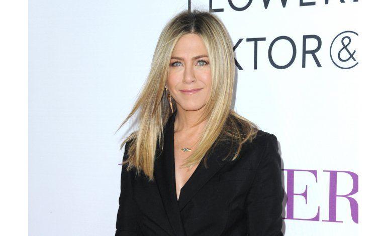 La red explota con memes de Aniston tras divorcio de Pitt