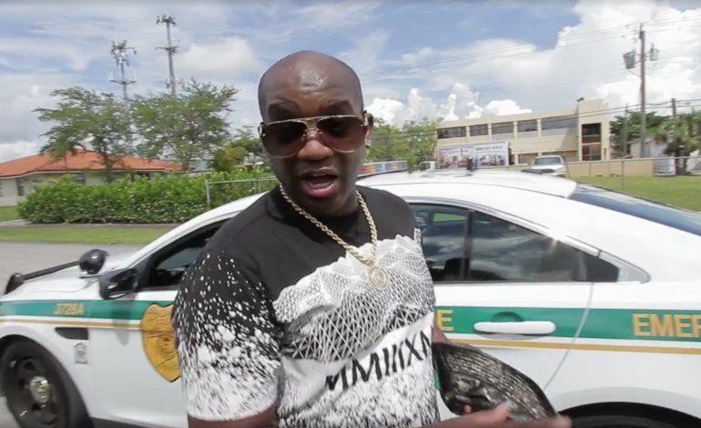 La policía interrumpe filmación de Los Pichy Boys con Boncó Quiñongo