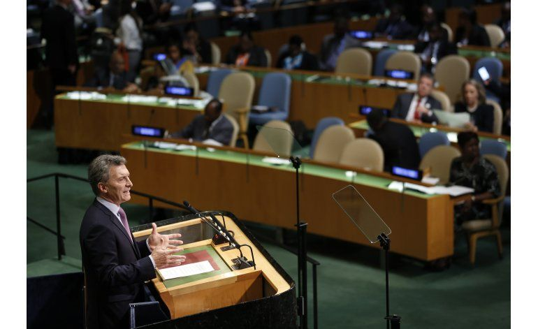 Macri habla informalmente con primera ministra británica