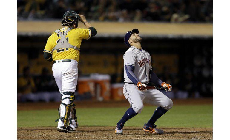 Astros contienen 2-1 a Atléticos en 10 innings