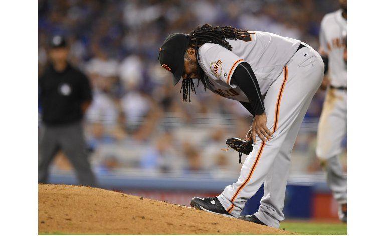 Gigantes ganan a Dodgers pese a lesiones de Cueto, Crawford