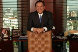 cubanoamericano mike fernandez rechaza a trump y dona millones a clinton