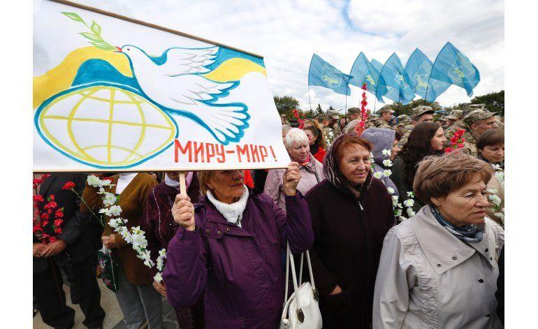Ucrania y rebeldes acuerdan retirar soldados y armas