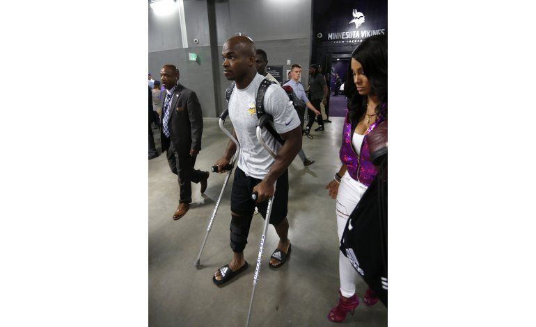 Adrian Peterson será operado de la rodilla derecha