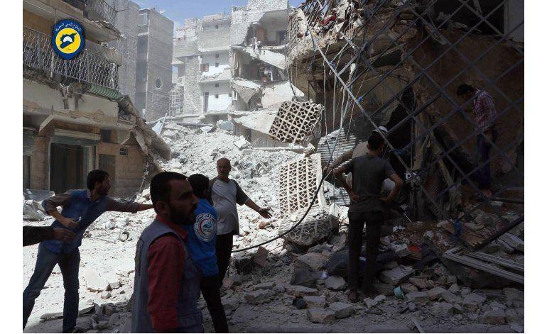 Bombardeo impacta a paramédicos en Siria; ONU reanuda ayuda