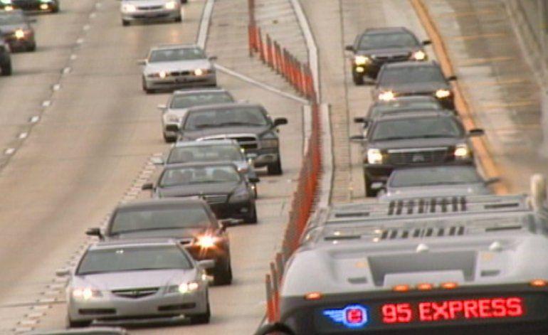 Nuevos postes en las lineas expresas de la i95 para evitar accidentes