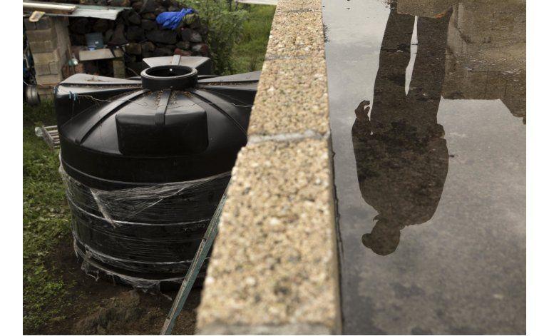 Vecinos de Ciudad de México ven futuro en el agua de lluvia