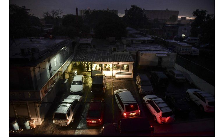 Alegría en Puerto Rico tras el lento retorno de electricidad