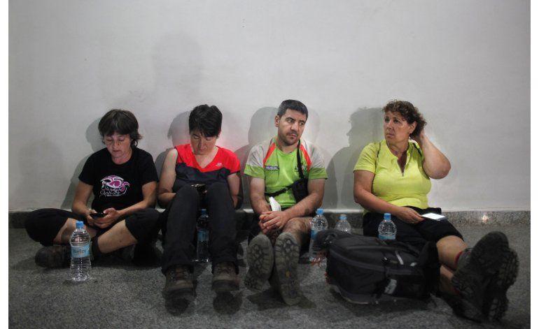 Nepal: Recuperan cuerpos de español, guías muertos por alud