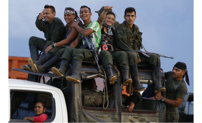 FARC refrendan acuerdos de paz; marcan hoja de ruta política