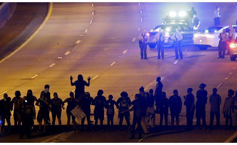 Por 4ta noche realizan protestas por incidente en Charlotte