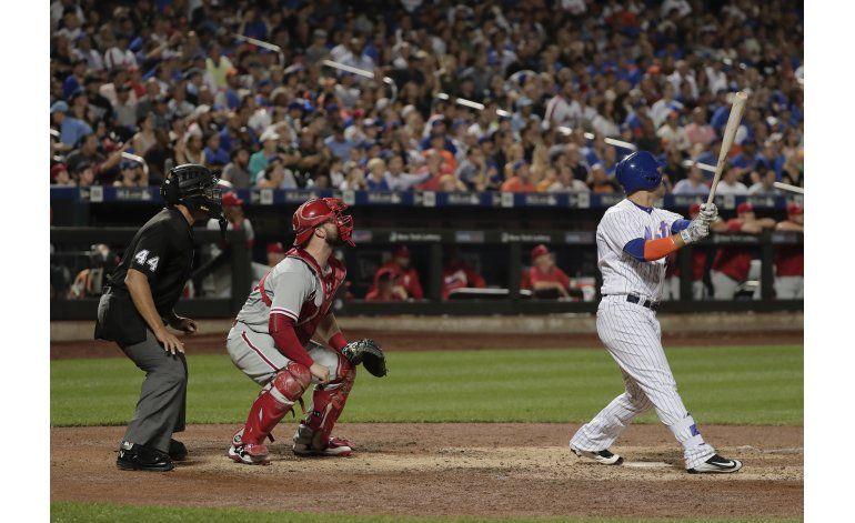 Mets ganan a Filis y lideran disputa por comodín