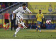 barsa gana con goles de neymar y suarez y recorta al madrid