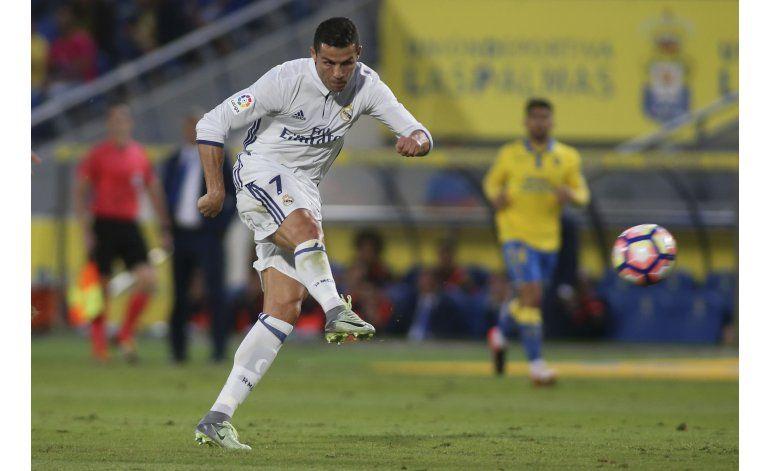 Barsa gana con goles de Neymar y Suárez y recorta al Madrid