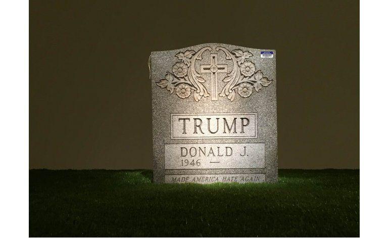 La lápida de Trump se expone en una galería de Nueva York