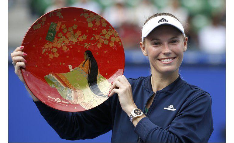 Wozniacki gana a la joven japonesa Osaka en final de Tokio