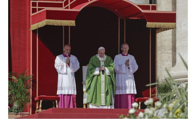 Papa apoya a quienes se oponen al matrimonio gay en México