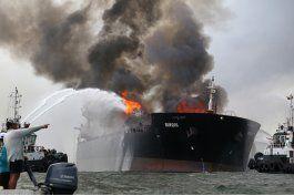 anuncian extincion de fuego en petrolero en golfo de mexico