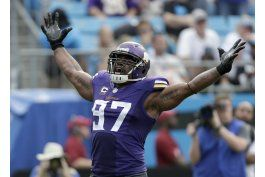 vikings frenan a newton y vencen a panthers