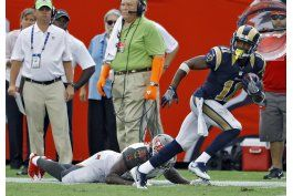 rams vencen a bucs tras larga interrupcion