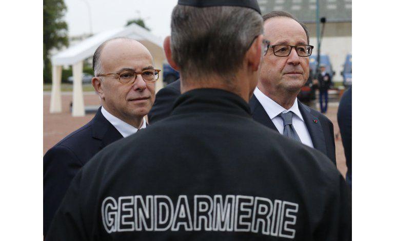 Hollande promete cerrar el campo de Calais este año