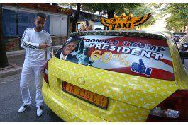albania: decora taxi con fotos de trump