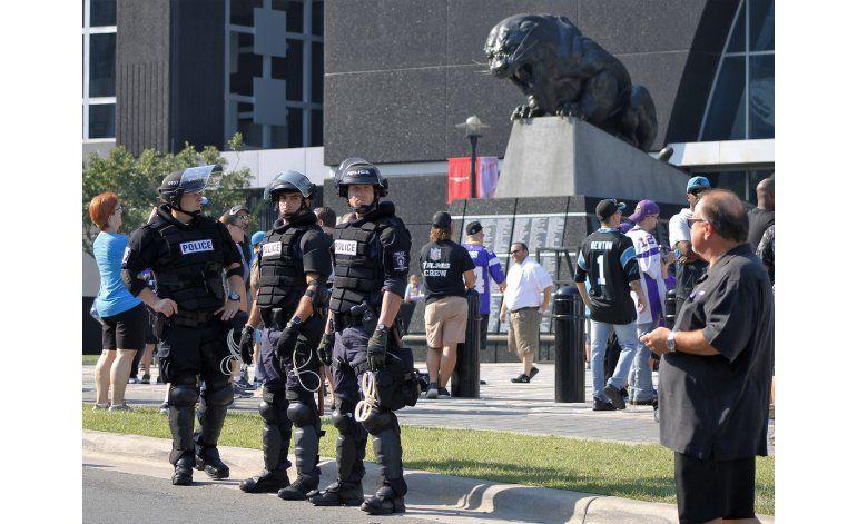 Cuestionan uso de cámaras policiales en muerte en Charlotte