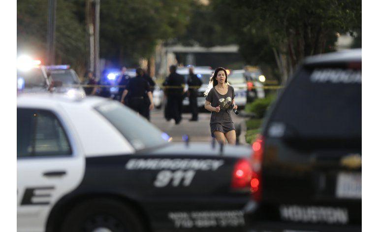 Atacante en Houston tenía dos armas y más de 2.500 cartuchos