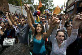 miles de venezolanos salieron a las calles para exigir la salida de nicolas maduro en la llamada toma de venezuela
