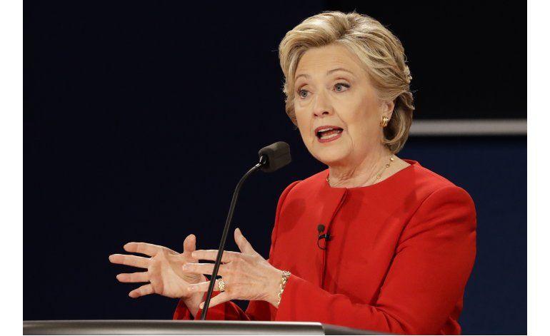Análisis: Clinton fue preparada al debate, Trump fue Trump