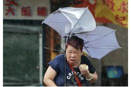 por lo menos 4 muertos, 260 heridos por tifon en taiwan