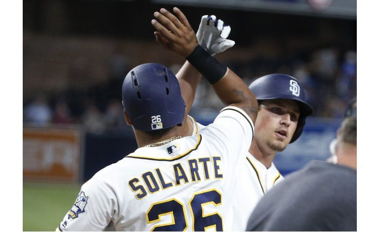 Rookie Renfroe pega grand slam, Padres vencen 7-1 a Dodgers