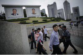 fotogaleria: norcoreanos inician el dia con musica patriota