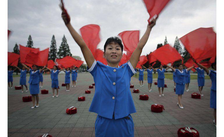 Fotogalería: Norcoreanos inician el día con música patriota