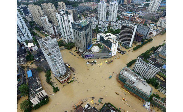 Potente tifón causa muerte y destrucción en China y Taiwán